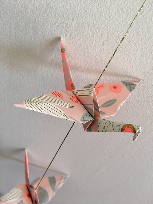 La Guirlande de Grues en Origami, Rose Gris