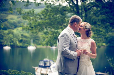 wedding pictures of the romantic couple @lakesidehotel