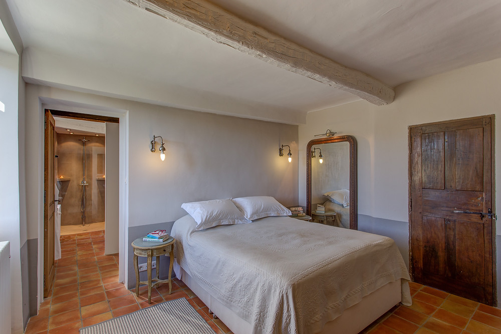 Luxury ensuite double bedroom and bathroom in this ten bedroom luxury holiday home in the luberon