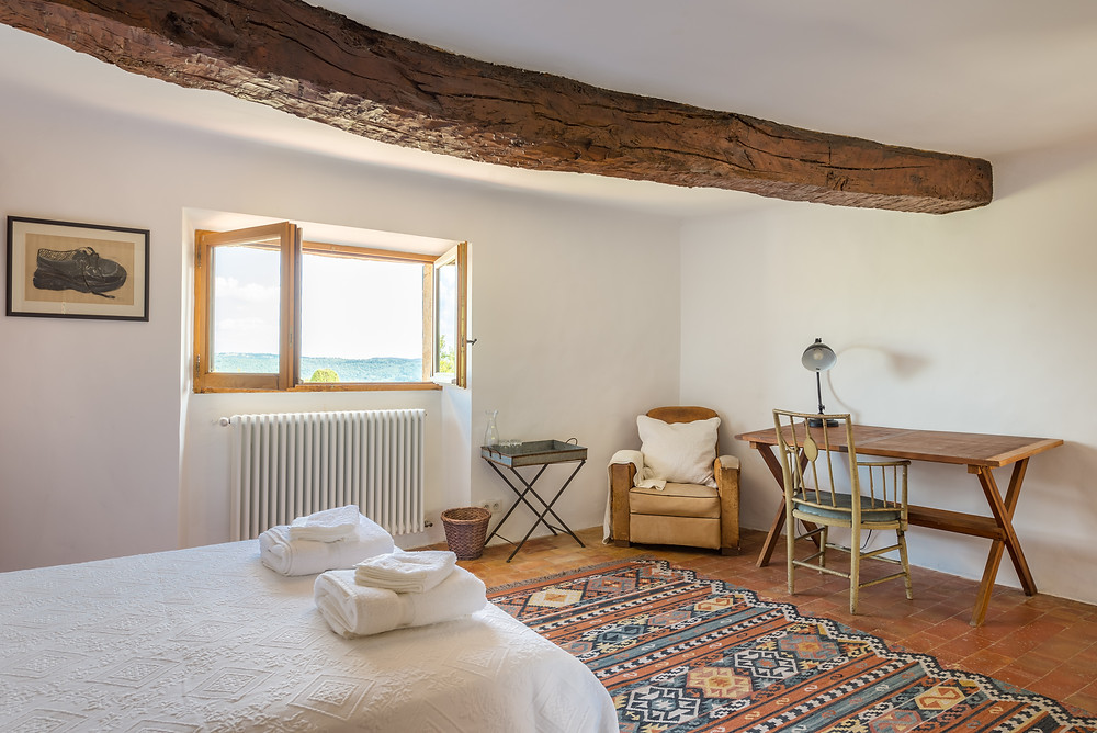 La Bastide de San Sebastien has beautiful double, single and twin bedrooms for large families and groups of friends, making it the perfect holiday home in the South of France