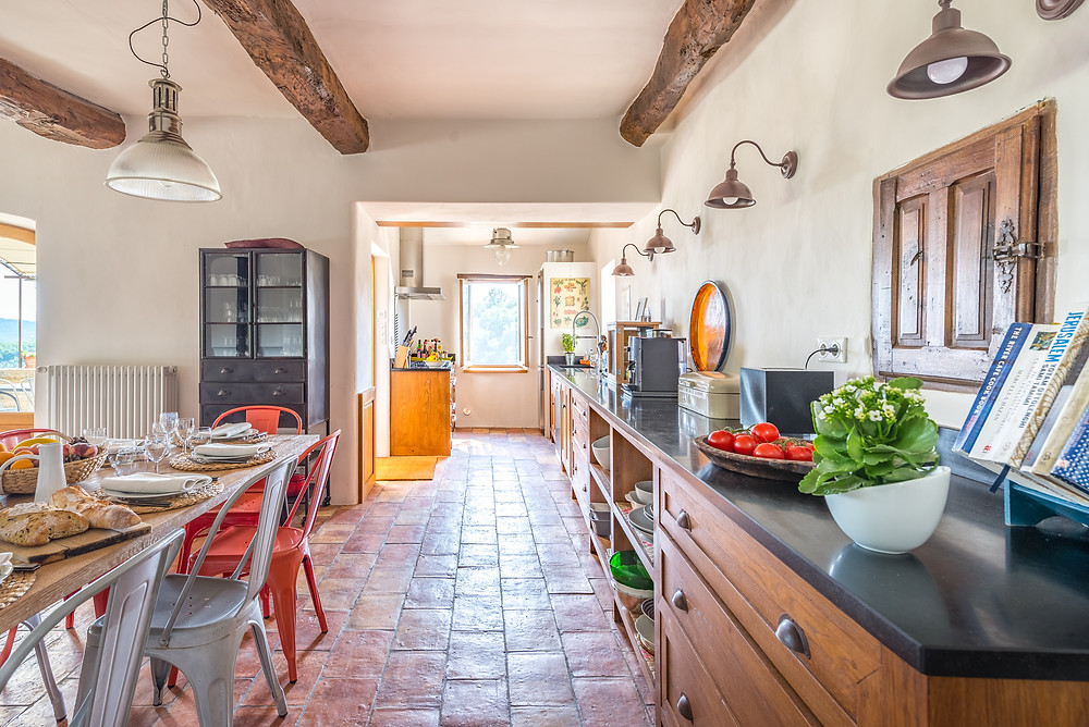 Luxurious self-catered holiday villa in the South of France with large kitchen and option of booking private chef