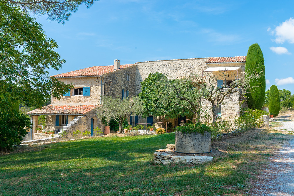 Luxury holiday villa in the Luberon, Provence, South of France for groups of friends or families
