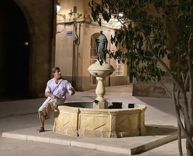 Guy_Statue_Valencia.jpg