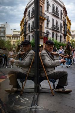 Violinista en el escaparate