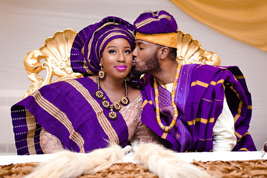 traditional-wedding-nigerian-kiss-on-che