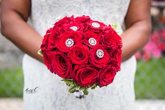 bride-red-rose-bouquet-Mandy-O-photograp