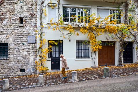Downhill stroll - Paris, France