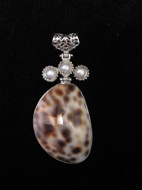 Queen of Spain Cowrie Shell with Trio Pearls Pendant
