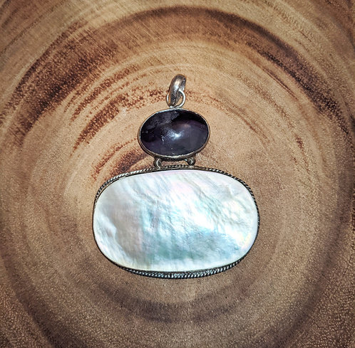 Mother of Pearl Labradorite Pendant