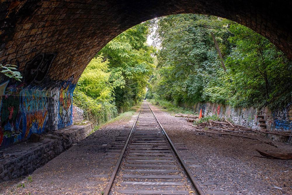 Sidste skud inden vi atter vender tilbage til det officielle Paris. Lige fremme ligger en lang tunnel, der fører hen til den flotteste og berømteste del af strækningen ved Parc Montsouris.