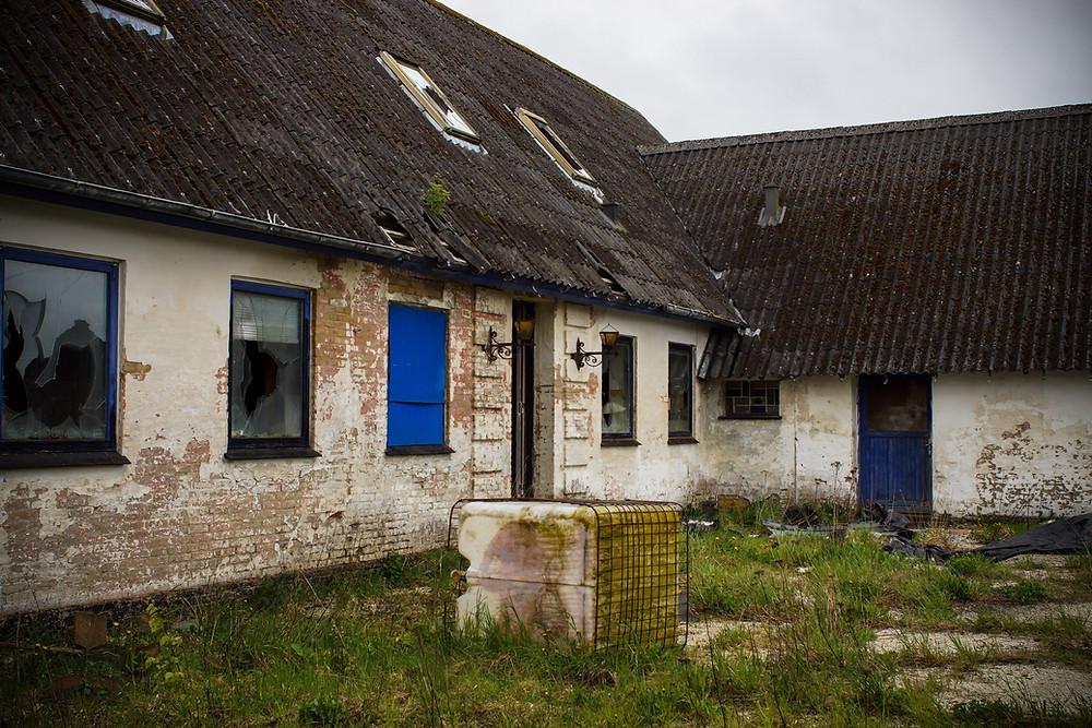 Forladt skrothandel ved Moseby, som har været centrum for en sag om stjålet metalskrot.