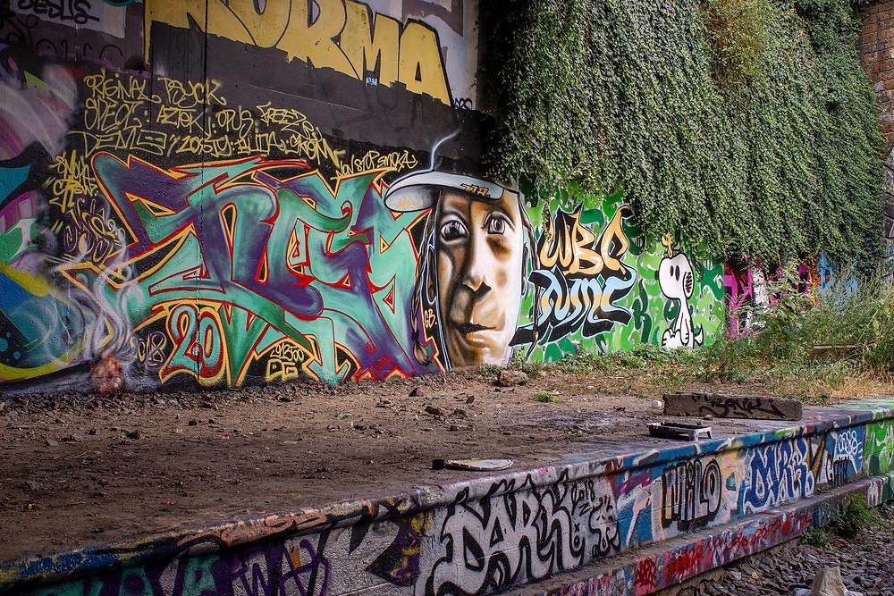 Er du vild med grafitti, er La Petite Ceinture absolut et besøg værd.