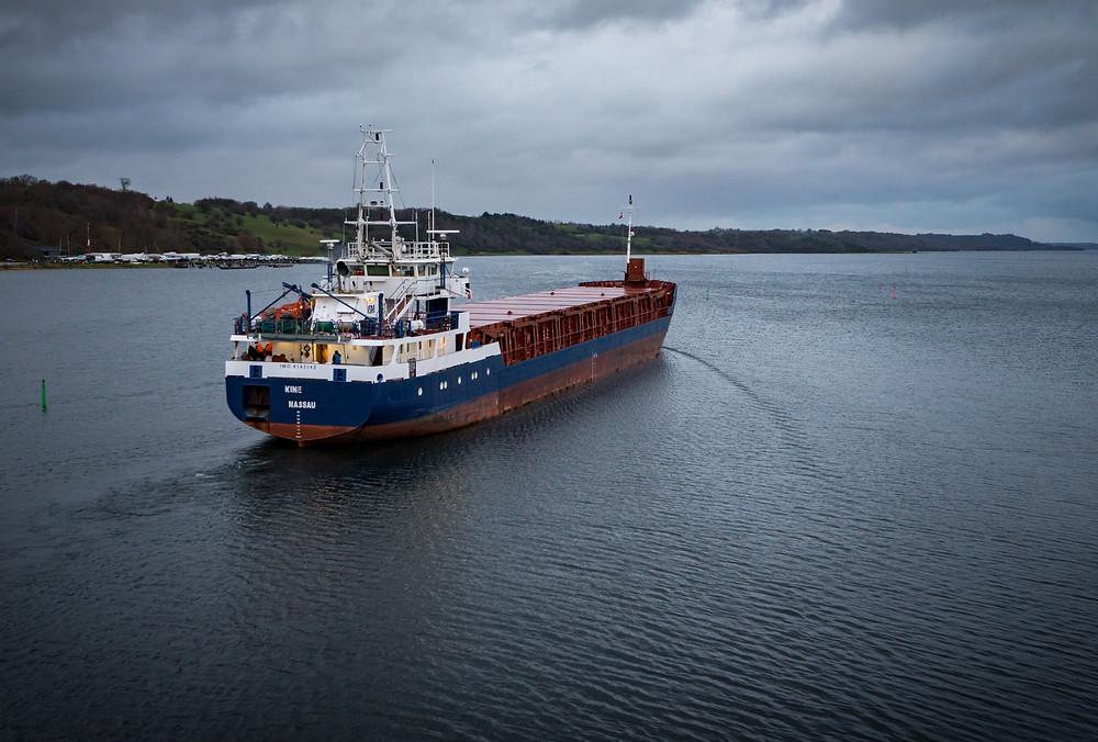 3. december - Coasteren Kine Nassau forlader Hobro Havn (f5.6 1/60 sek. ISO-320)
