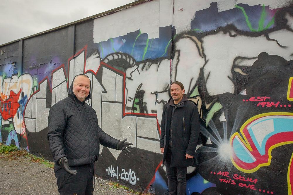 Peter (t.h.) og Ole (t.v.) viser deres flotte værk.