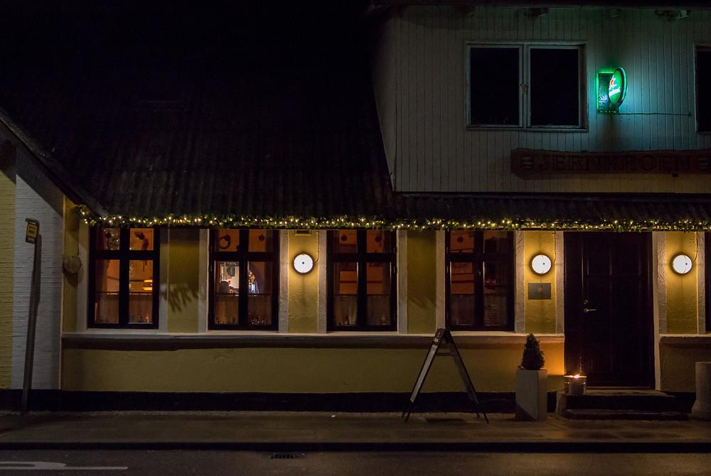 13. december - Jernkroen by night (f2 1/60 sek. ISO-1600)