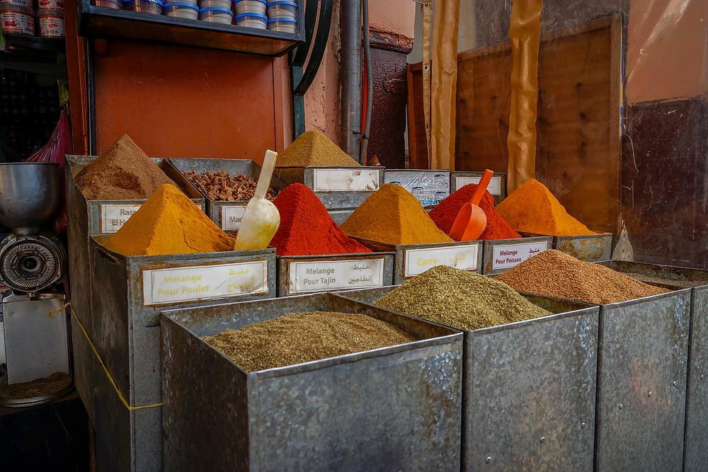 Alverdens forskellige krydderier sælges  på markedet.