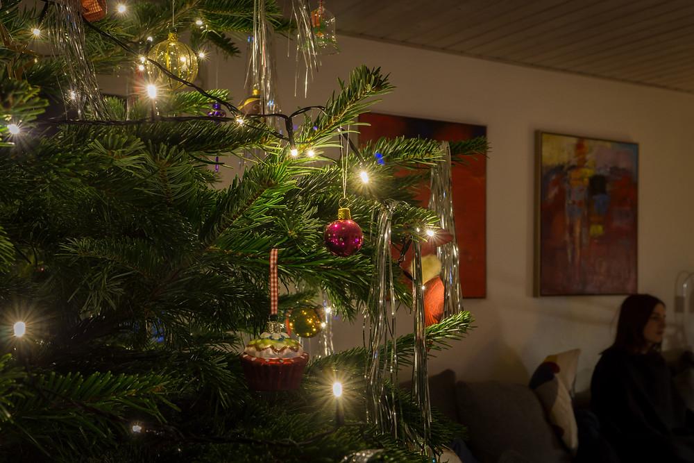Juletræet med sit pynt (f8 2,5 sek. ISO-200)