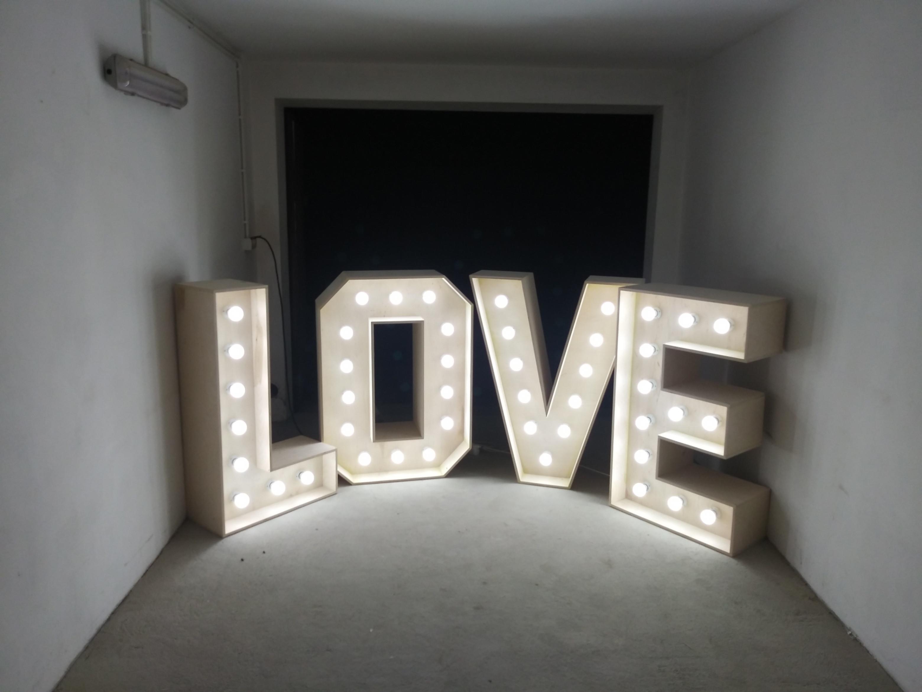 Wynajem NAPIS LOVE 3D - 120x400
