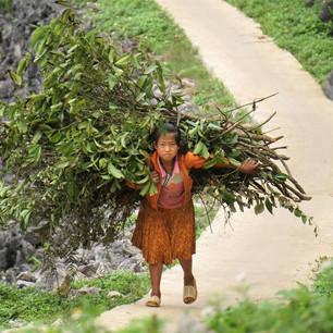 Begegnung mit einem Mädchen beim Ha Giang Loop