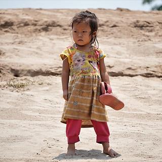 Mädchen am Mekong Ufer