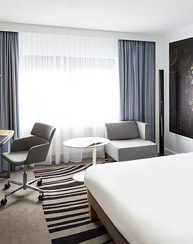 Novotel-Amsterdam-room.jpg