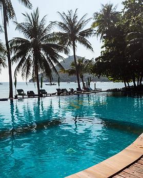 Dreamland-resort-pool.PNG