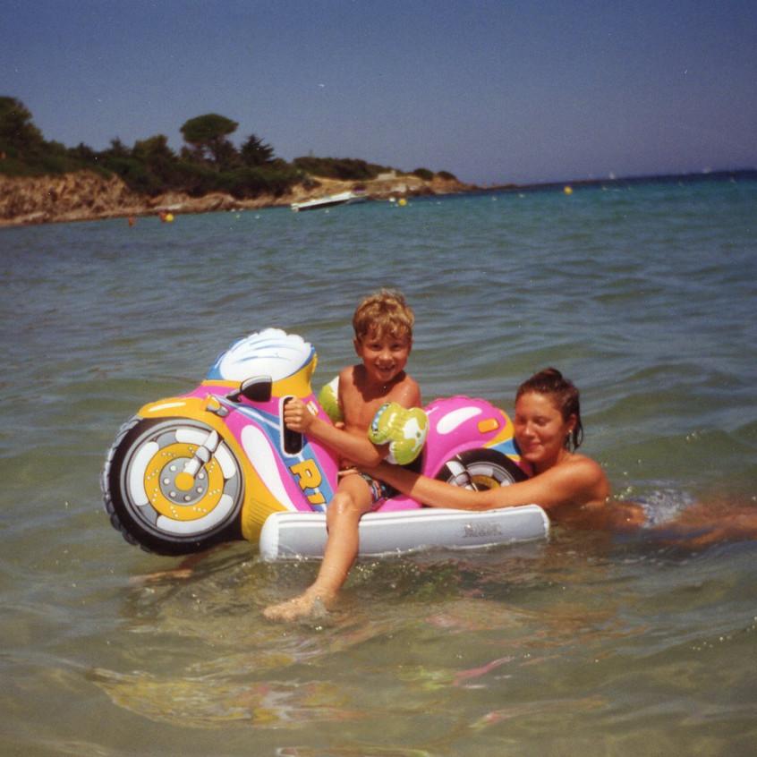 Jag och syster på stranden i St-Tropez