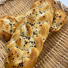 ヨーグルト酵母の編み込みパン