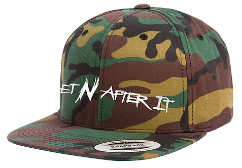 Camo Yupoong Classic Snapback, Pearlized White logo