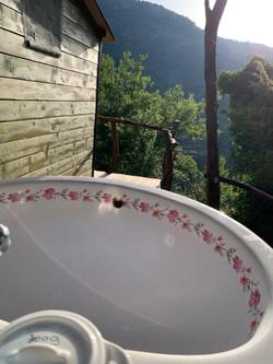 The outdoor wash basin