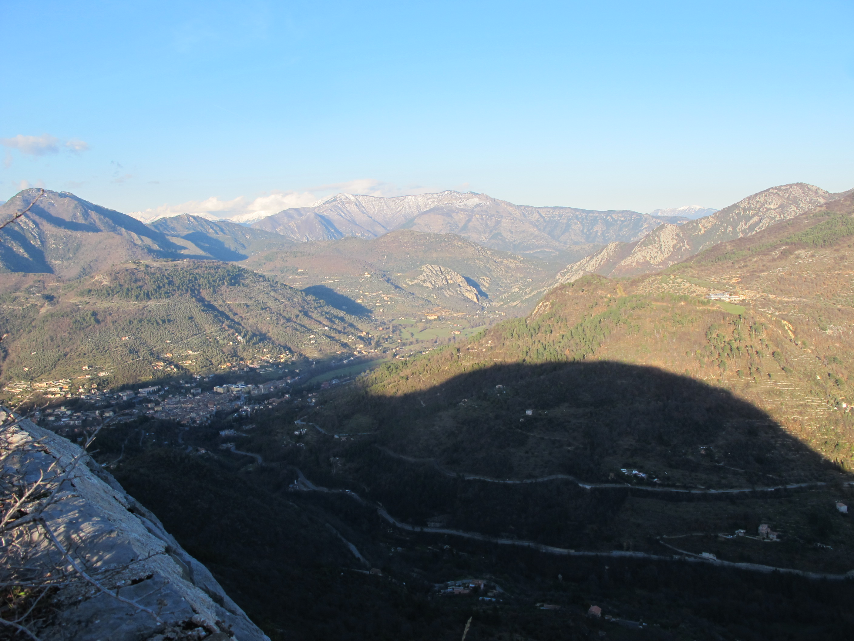 La vue depuis la montagne d'en face