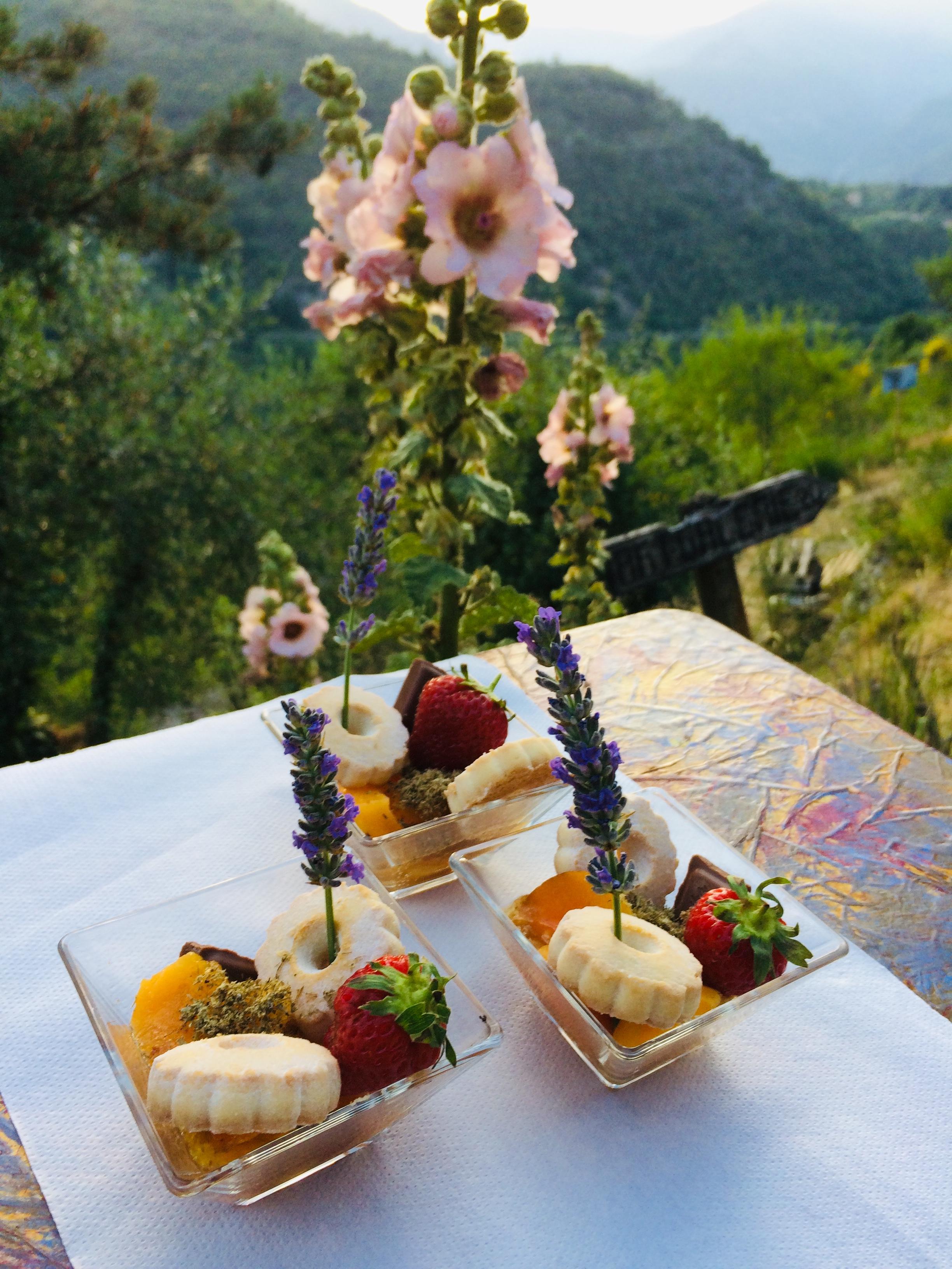 Un dessert maison, table d'hôtes