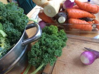 Expériences en lactofermentation avec les légumes locaux.