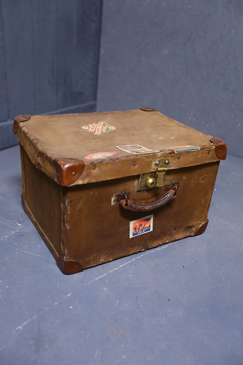 C1910 travelling hand luggage