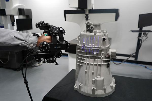 3D Scanner TrackScan P42 von Scantech bei IBS Quality. Ofizieller Vertriebspartner für 3D Produkte in Deutschland, Österreich und Schweiz.