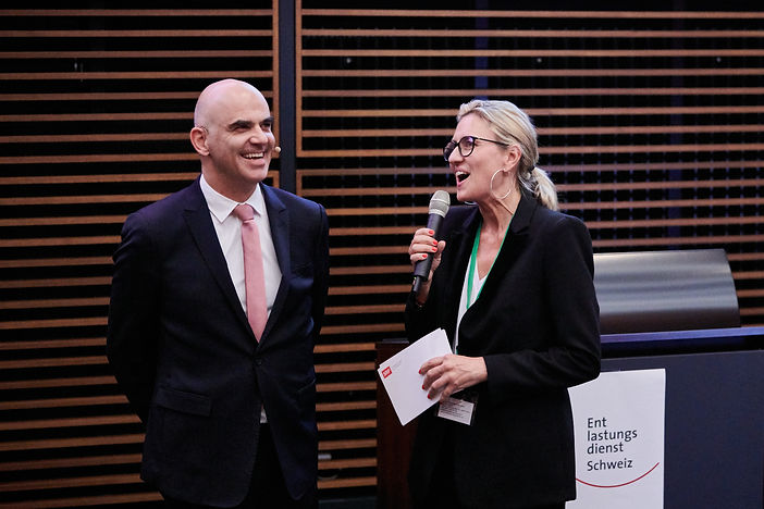 Bundesrat Alain Berset und Moderatorin Sa