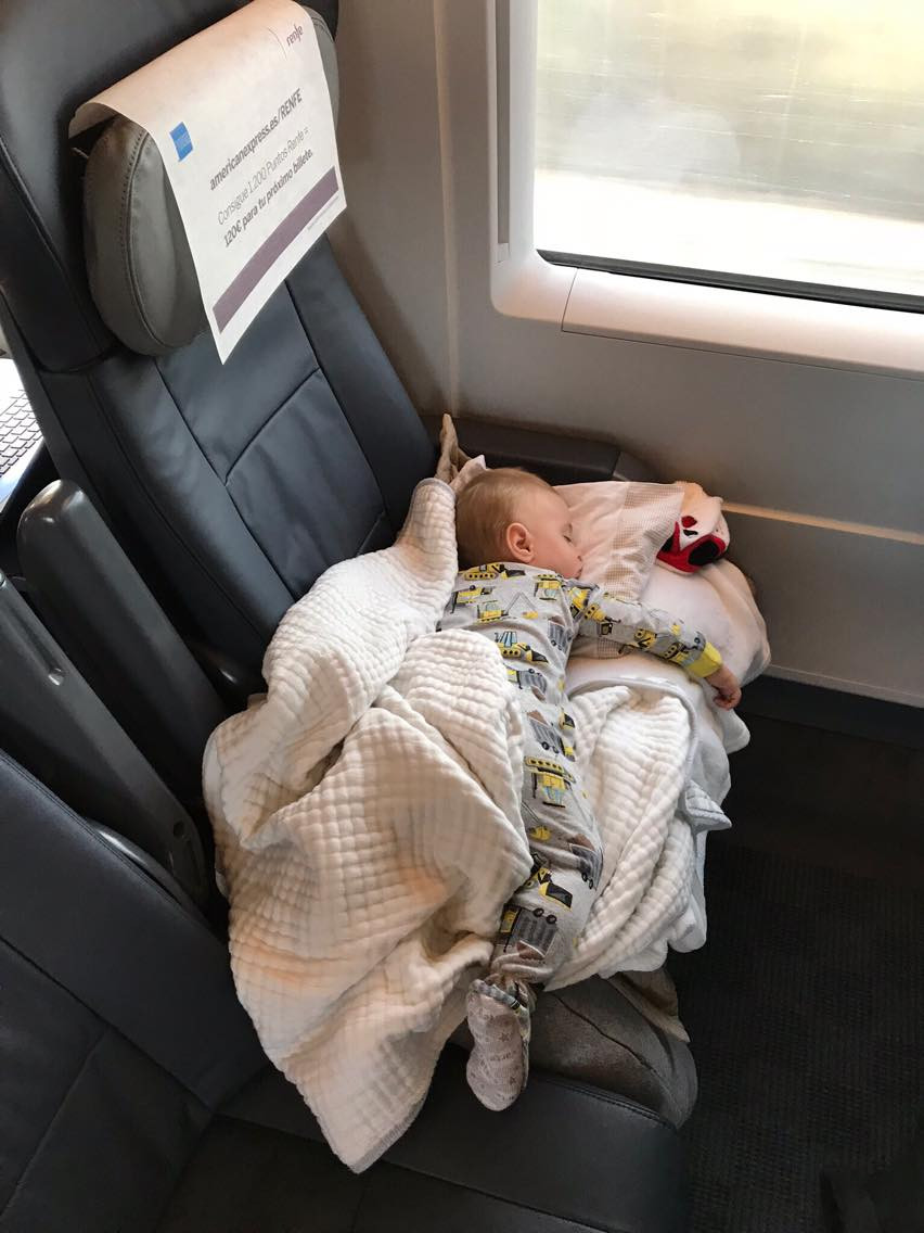 No trem de Barcelo para Madrid fiz essa caminha e ele dormiu o tempo inteiro.