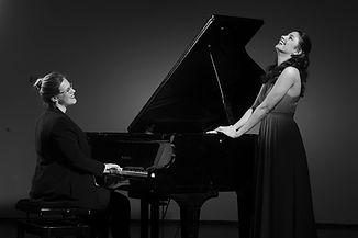 יעל קרת| סלון מוזיקלי | מפגשים מוזיקליים אינטימיים בסלון שלכם