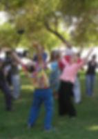 סדנת צחוק - לני רביץ |  יום כיף | טיולים בצפון | הפקת אירועים | טיול טרקטורונים | ODT | ארץ עיר טיולים
