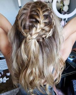 Good Morning gorgeous 😘_•_Bridal hair a