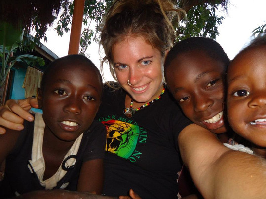 Kids smiling with volunteer