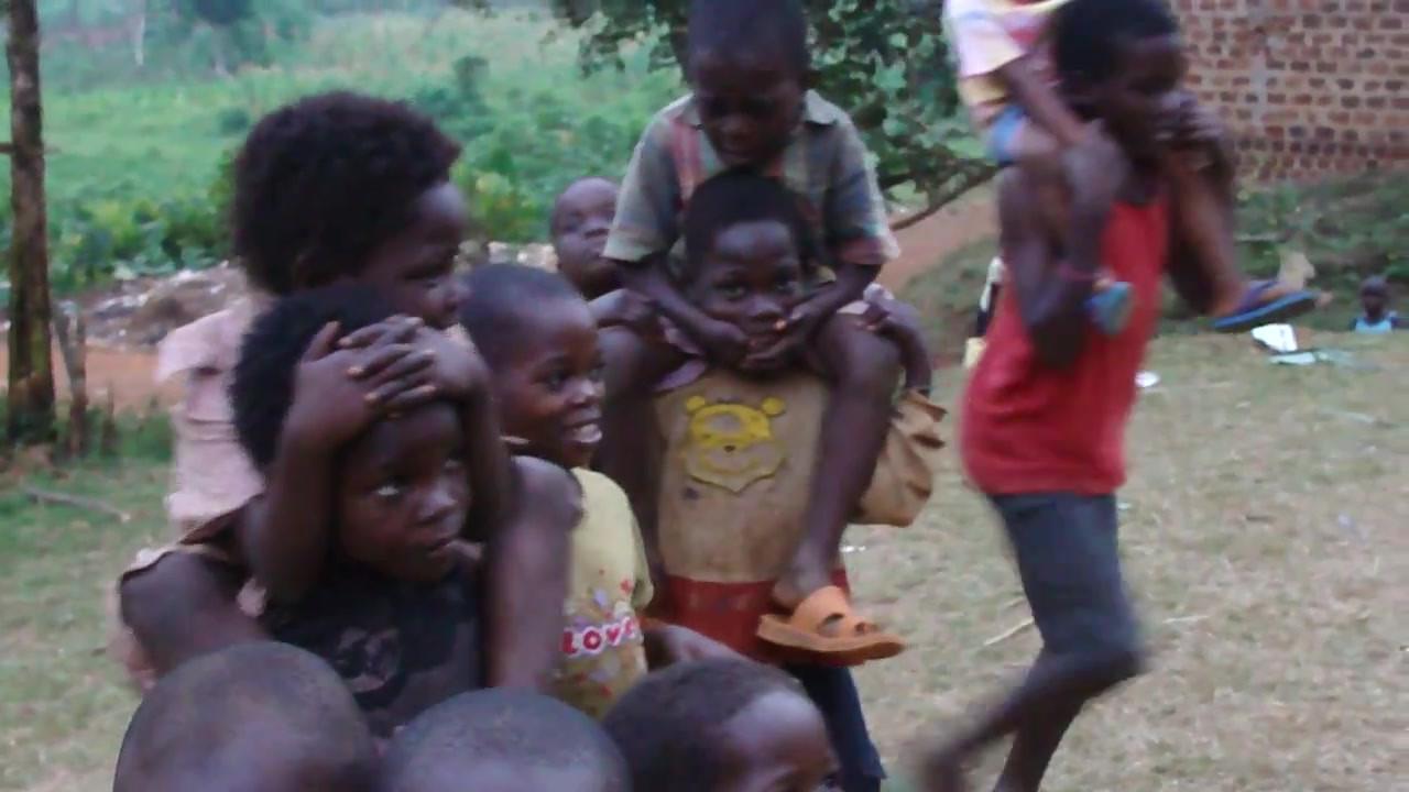 Kin kids playing