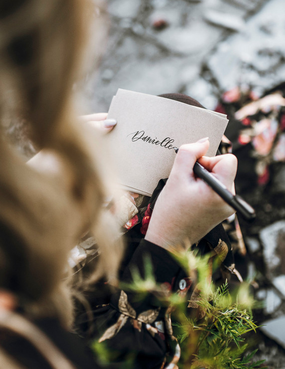 calligraphy-paper-wedding-name-card.jpg
