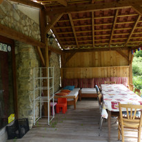 """Terrass couverte """"la maison d'en haut"""", gîte le hameau de Villauret"""