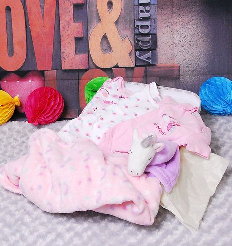 6 piece baby gift hamper for 3-6 month old baby
