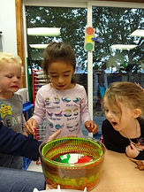 children looking at experiment
