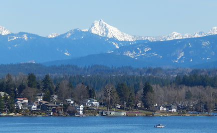 Liberty_Mountain_seen_from_Lake_Stevens,