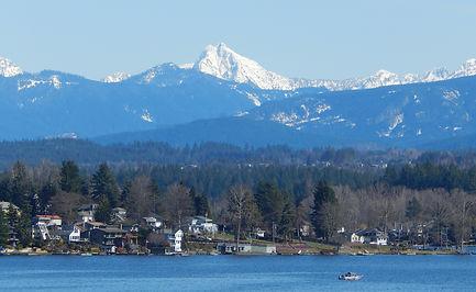Liberty_Mountain_seen_from_Lake_Stevens,