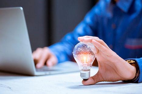 Energiraadgivning en lysende paere og computer