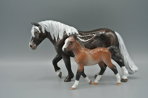 Resin - Shetland Pony Mare and Foal